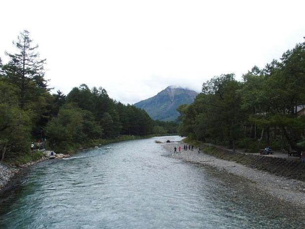 台風の影響もあってお天気は崩れてきた。焼岳はもう雲がかかっていました。