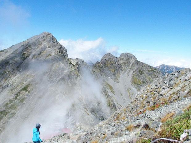 途中から涸沢岳を振り返る。穂高岳山荘に泊ってご来光を見るなら涸沢岳が一番と聞く。(登れなかった)