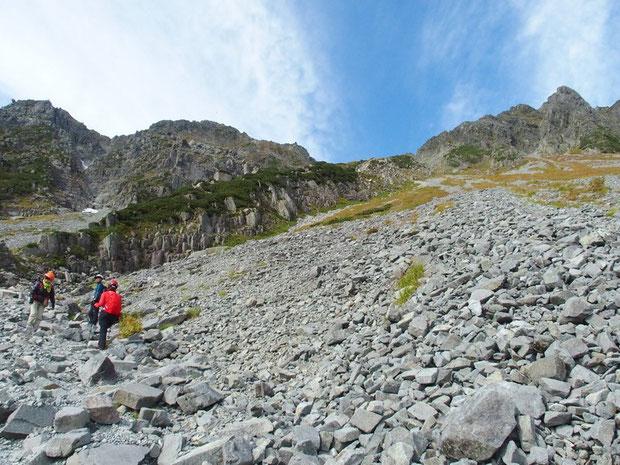 苦労してザイテングラートを下りてきました。登りと下りの交互通行だから相当の時間がかかります。
