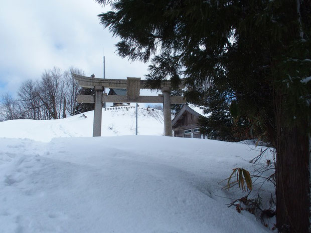 雪は思いのほかたくさんでした。展望台は1mぐらいでしょうか?