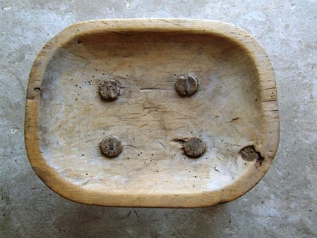 drewniany stołek fot. Anna Gieracka