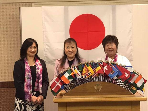 2019年度新三役 井野口綾子会長(中央) 三橋由美幹事(右) 梅津美和会計(左)