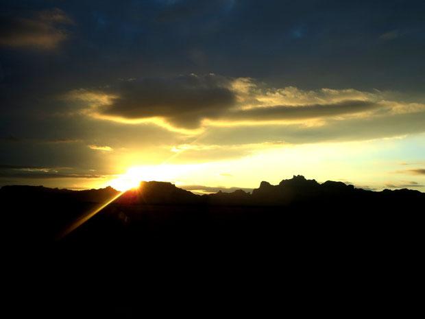 ❦ JOJOGOLD & LIGHT ホホゴールドと光  於: アリゾナ州ハクアハラバレー