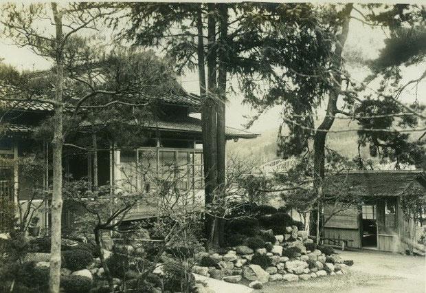 「松雲閣」があった頃の前庭