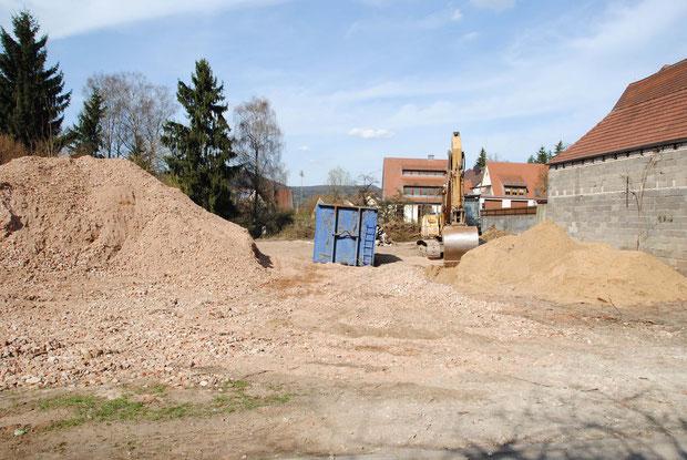 Das Areal, auf dem einst  das Anwesen Schmiedstraße 7 stand, soll privat an einen Meistbietenden verkauft werden. Nutzen für die Gemeinde?