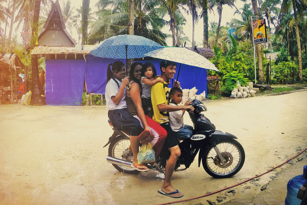 How many people fit on a motorbike? A lot! Siargao, Philippines © Sabrina Iovino | JustOneWayTicket.com