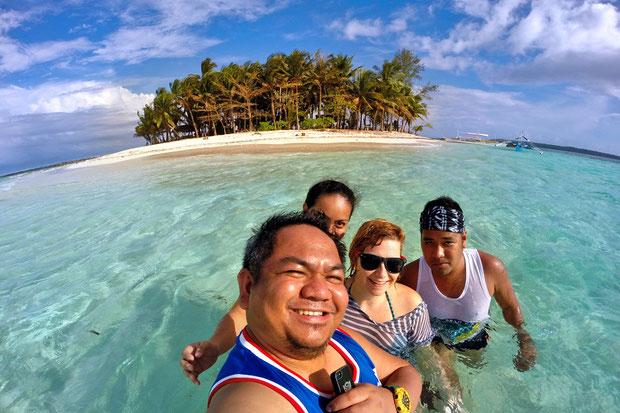 Networking with Filipino Travel Bloggers in Siargao, Philippines © Sabrina Iovino | JustOneWayTicket.com