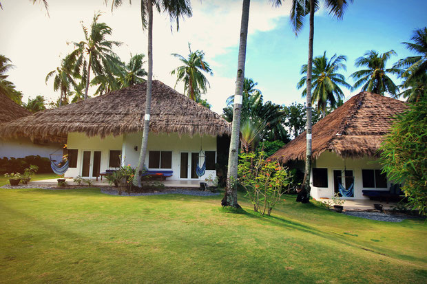 Gorgeous bungalows at Atmosphere Resort, Dauin, Philippines © Sabrina Iovino | JustOneWayTicket.com