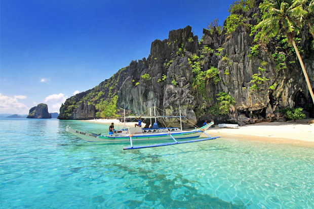 Entalula Island in El Nido, Palawan | Coron Or El Nido? Which One Is Really Better? | A Travel Guide to Philippines Last Frontier | via @Just1WayTicket