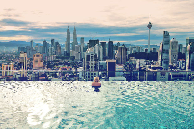 How can I afford to travel and how much money I earn from Travel Blogging © Sabrina Iovino | JustOneWayTicket.com