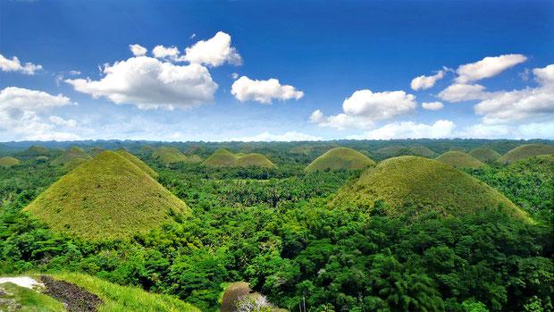 The Chocolate Hills in Carmen. Bohol, Philippines 2013 © Sabrina Iovino | JustOneWayTicket.com