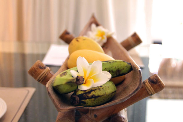 Complimentary fresh fruits - Atmosphere Resort, Dauin, Philippines © Sabrina Iovino | JustOneWayTicket.com
