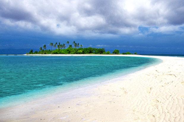 The wonderful pristine Virgin Island - 20 minutes away from panglao. Bohol, Philippines 2013 © Sabrina Iovino | JustOneWayTicket.com