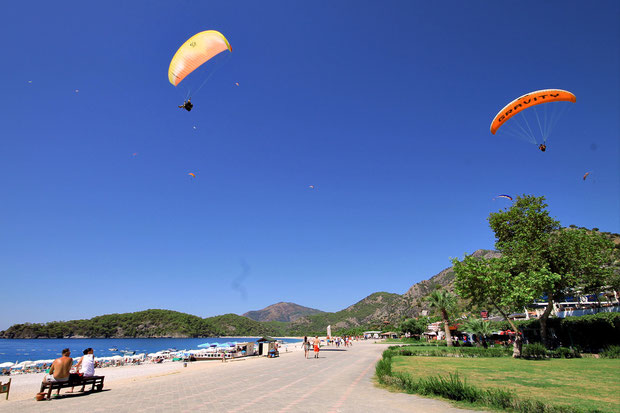 Watch out! Paragliders coming from everywhere... Ölüdeniz, Turkey 2013 © Sabrina Iovino | JustOneWayTicket.com