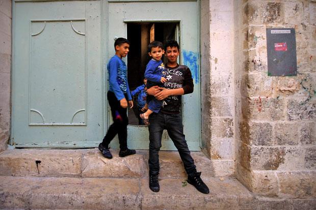 Despite the tensed situation, most kids are smiling. Look at the door behind. A door in a door... © Sabrina Iovino | JustOneWayTicket.com