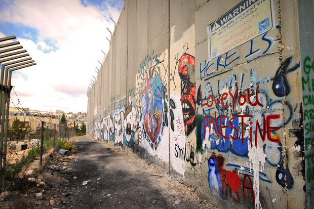 A walk along the separation barrier in Bethlehem... © Sabrina Iovino | JustOneWayTicket.com