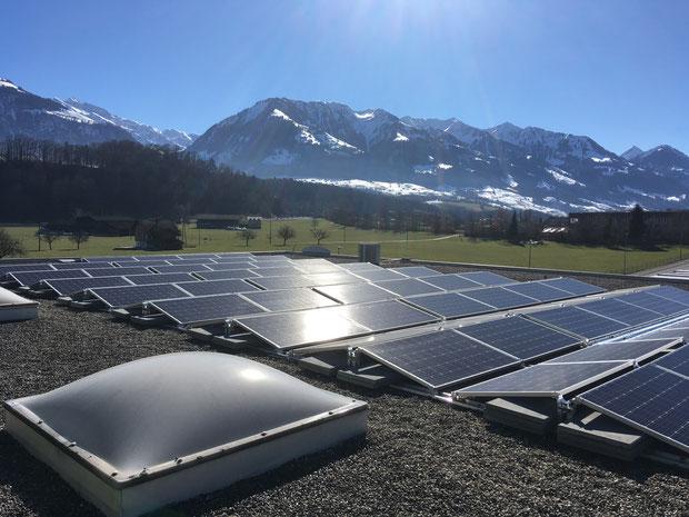 Installation auf dem Firmendach der DISA Elektro AG (Blick Richtung Süd-Ost)