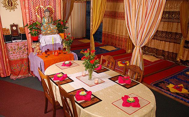 Sitzgelegenheit und Liegeflächen in den Räumen von Tabandu Thaimassage in Mainz