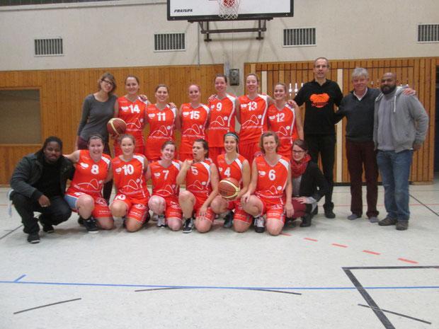 SG-Damen01_2014-2015_07_uebergabe