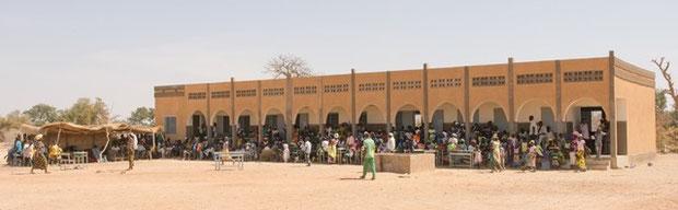Schule in Karbani - Besuch Förderverein Piela Bilanga 2015