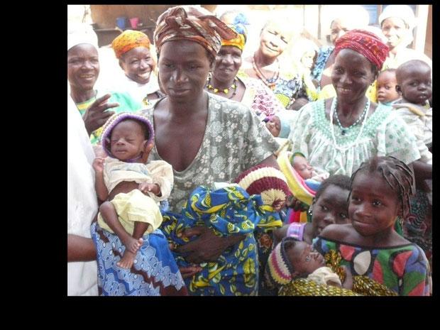 """Unterernährte Kinder in der Krankenstation werden """"aufgepäppelt"""""""
