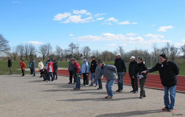 7.4.2012 - Beginn des Spiels beim Osterturnier der Geest-Bouler.