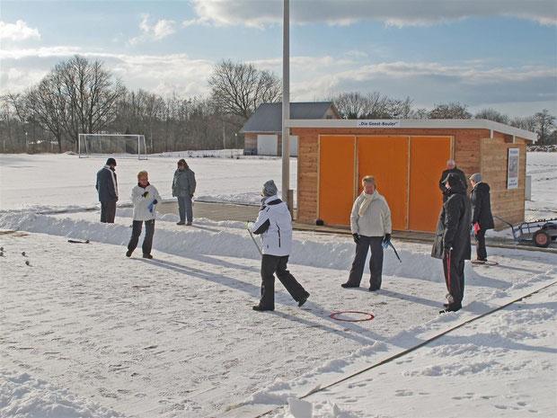 1.2.2012 Auch im Winter macht es Spaß, Boule zu spielen!