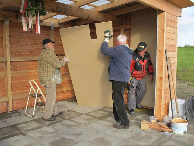 21.10.2011 - Die Innenverkleidung wird montiert.