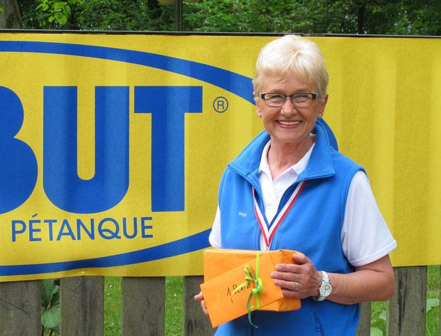 Inga bei der Siegerehrung zum gewonnenen Schlosspark-Turnier mit fünf gewonnen Spielen
