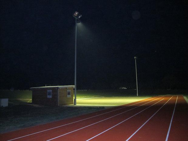 26.10.2011 - Die Bouleanlage der Geest-Bouler am Abend unter Flutlicht.