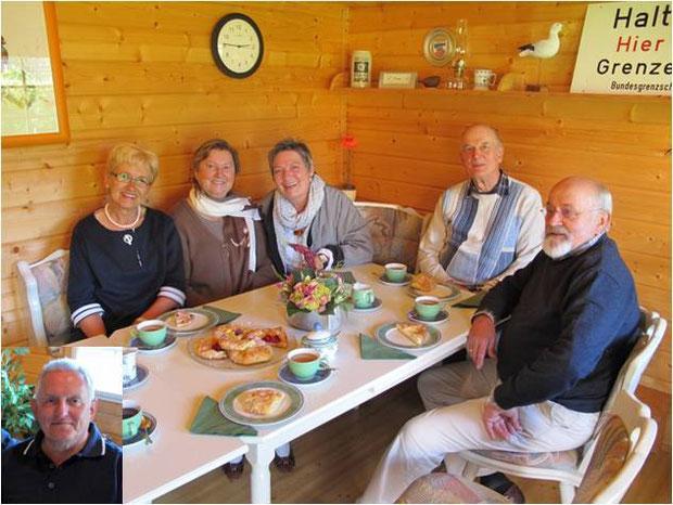 25.5.2011 - Die Gründungsversammlung der Geest-Bouler mit  v.li. Manfred Habenicht,Inga Habenicht, Helga Kirchner, Dorit Oetzmann, Dieter Kirchner und Günter Oetzmann