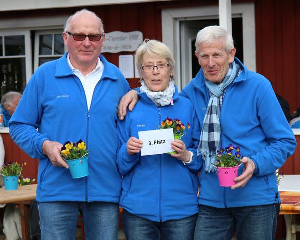 v.l.: Karl-Heinz Mextorf, Renate Dyck und Otto Hansen von den Breklumer Geest-Boulern auf Platz 3