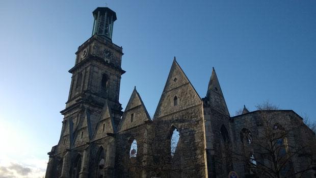 Die Ruine der Ägidienkirche erinnert noch an die zerstörte Stadt 1945
