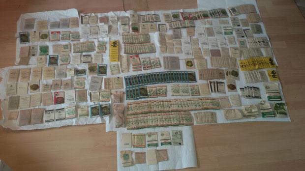 Die zum Teil schon über hundert Jahre alten und original verpackten Saatgutpäckchen aus Ulm