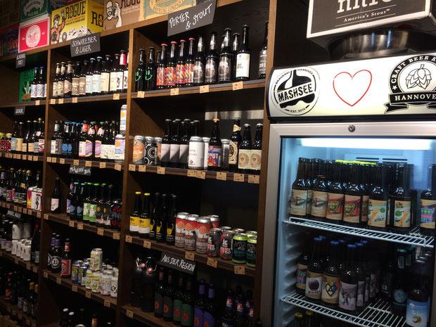 Das Craft Beer Kontor Hannover befindet sich in der Schlägerstraße in Hannovers Südstadt. Hier werden ca. 250 verschiedene Bierspezialitäten angeboten (www.craftbeerkontor.de).