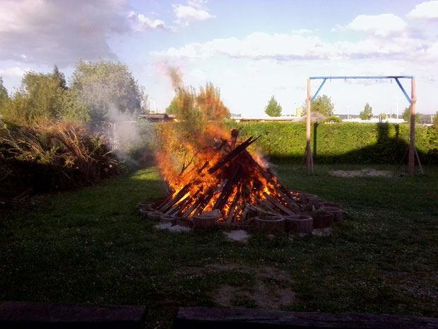 das Hexenfeuer brennt