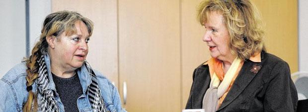Leserbeirats-Interview: Gisela Ocker von der Tierhilfe Bochum (links) im Gespräch mit Leserbeirätin Ellen Teuber.Foto: Ingo Otto