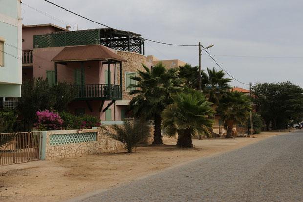 Straße zur Angulo Station mit Santa Maria Beach und Ponta preta Hotel