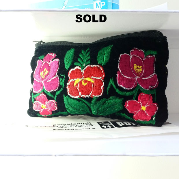 gucci-like embroidered purse with patches @polyklamott Vending Shop