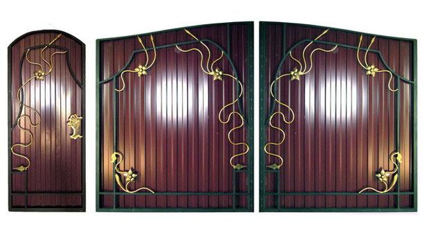 Ворота калитки из профнастила с элементами ковки.
