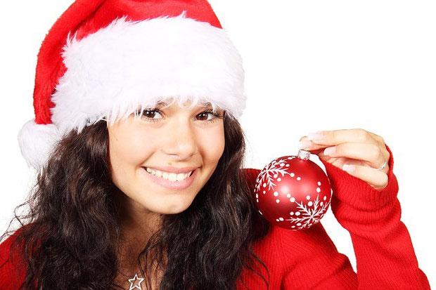 фото новый год девушка с шаром