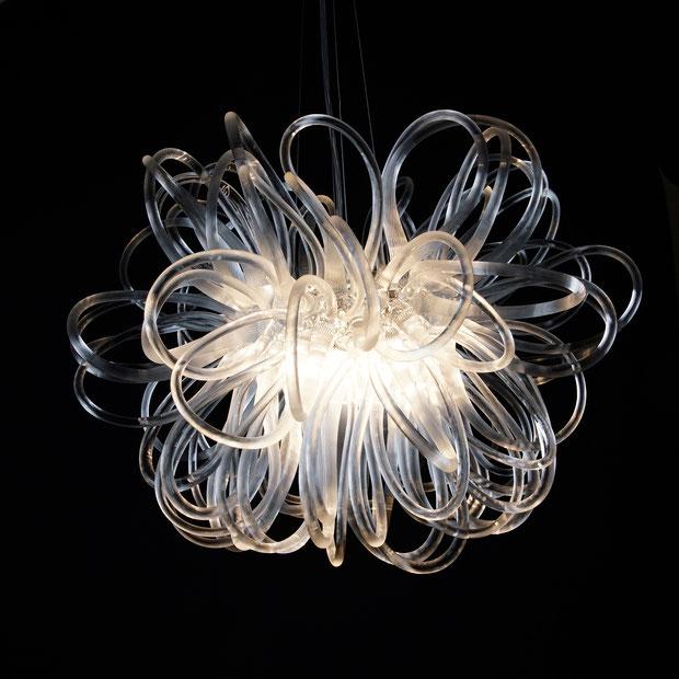 Anemone: der filgrane Glaslüster von Rike Scholle entführt in eine zauberhafte Lichtwelt (Foto: Rike Scholle)