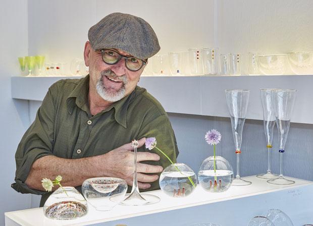 Der Karlsruher Glaskünstler Michael Schwarzmüller kann sich über den diesjährigen EUNIQUE-Award freuen.