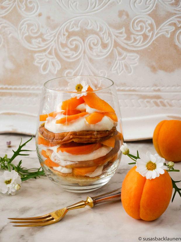 Pancakes mit frischen Aprikosen