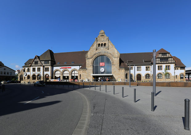 Quelle: HOWI - Horsch, Willy, Hauptbahnhof Worms, CC BY 3.0
