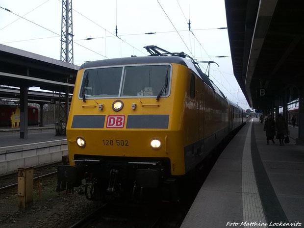 120 502 im Bahnhof Stralsund Hbf am 25.3.14