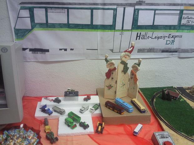 Traktoren & Bus & DDR-LKW  Ausstellungstisch