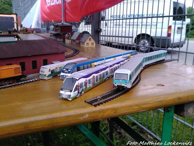 BR 628.2 / Pappmodelle vom OLA Lint VT 706 & BR 643 der OLA (Ostseeland Verkhr GmbH) & PRESS 650 032-4 auf der Ausstellungsanlage beim Stadtteilfest & Blaulichttag