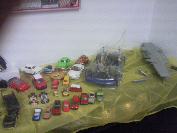 Der Fahreug / Schiffe & Flugzeug Ausstellungstisch