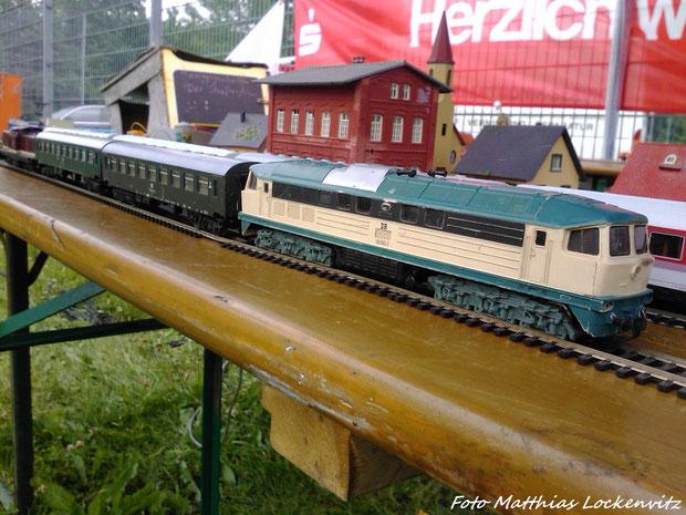 Personenzug der DR Mit der 130 005 & 110 025 auf der Ausstellungsanlage beim Stadtteilfest & Blaulichttag